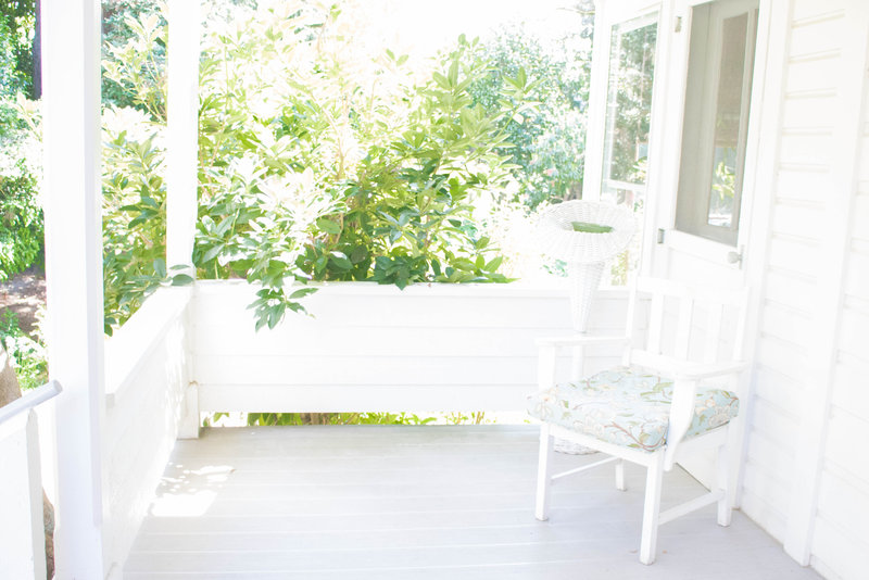 HuldaKlager-LilacGardens-House-FrontPorch-03