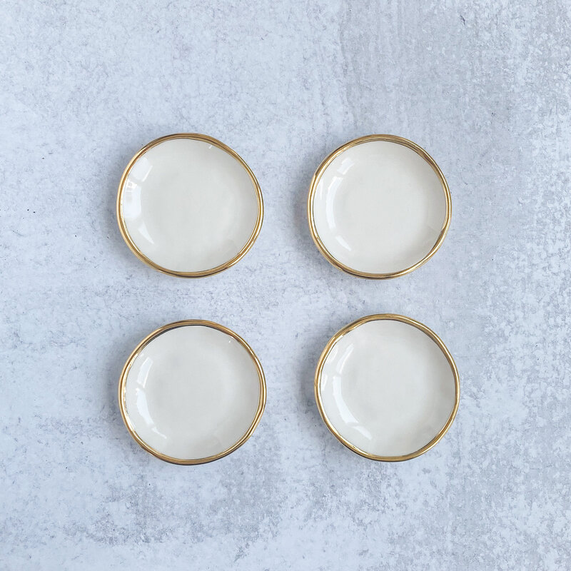 white-with-gold-ring-dish-quad