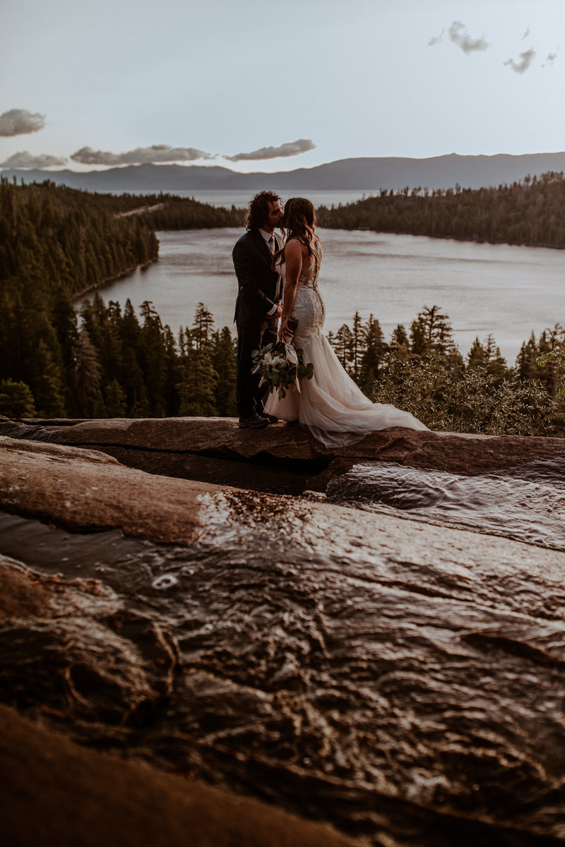 oregon elopement and wedding photographer for adventure elopements and outdoor weddings. Elopement photography, officiant services.
