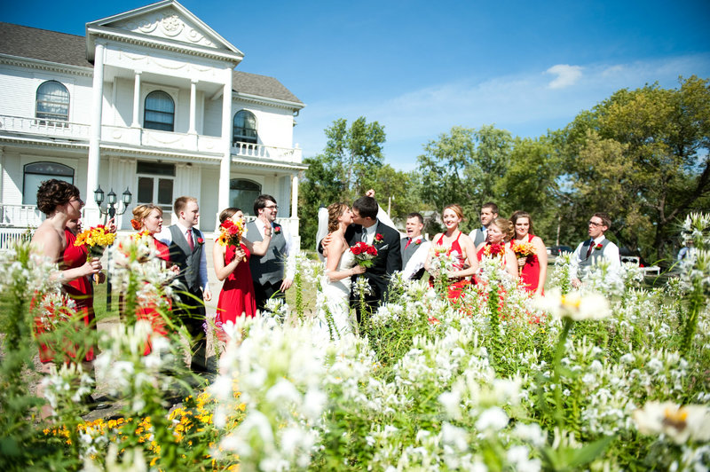 A friends house Moorhead outdoor wedding venue photography by Kriskandel (6)