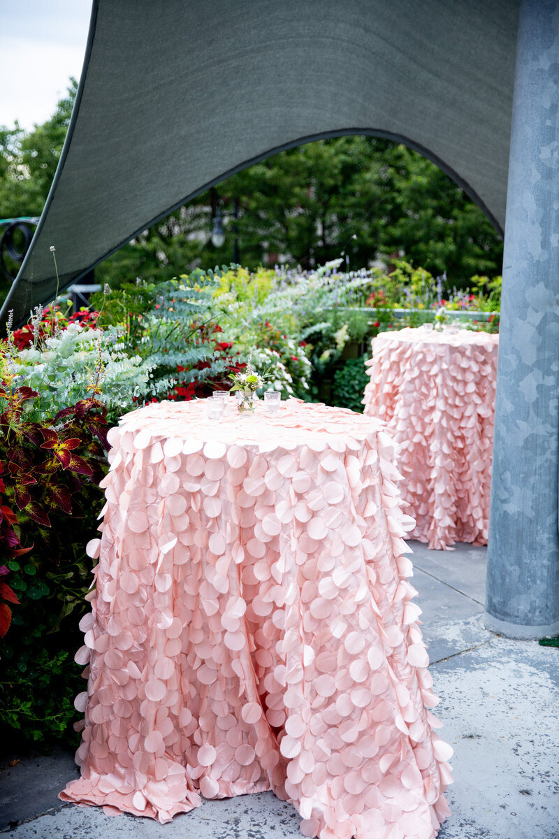 Grand-Rapids-Rooftop-Wedding-cocktail-table-textured-linen