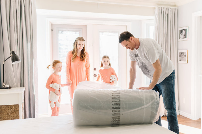 Amanda of the Ginger Home,  DIY Home Decor Blogger sets up  her Endy Mattress with the family