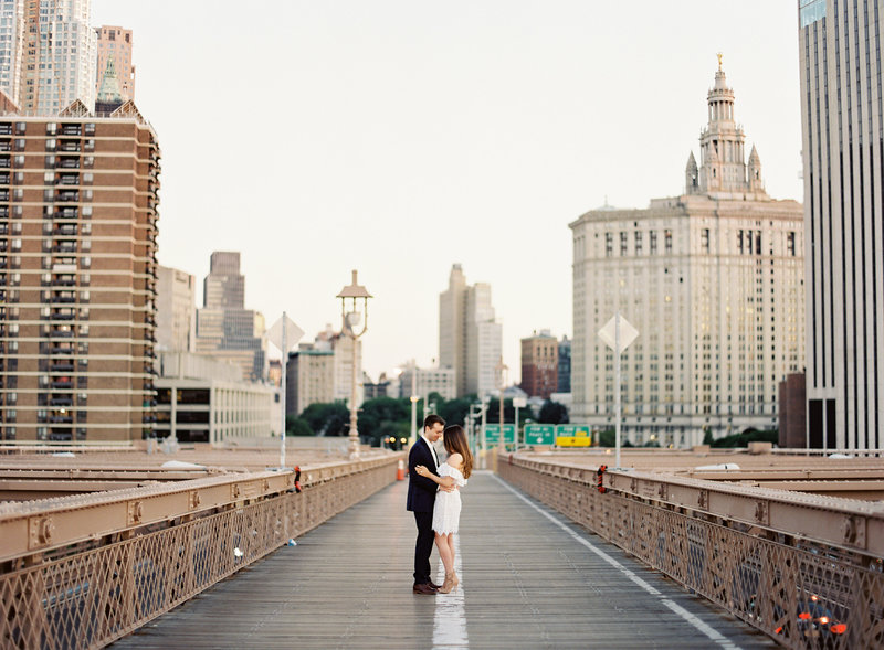 01-Brooklyn-Bridge-Engagement-Photos