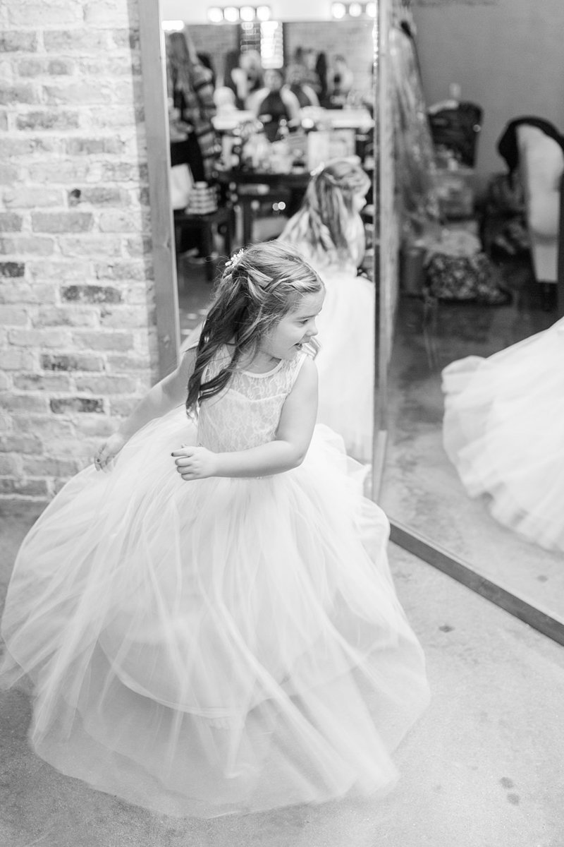 The Chandelier of Gruene in New Braunfels Texas Wedding Venue photos by Allison Jeffers Photography_0088
