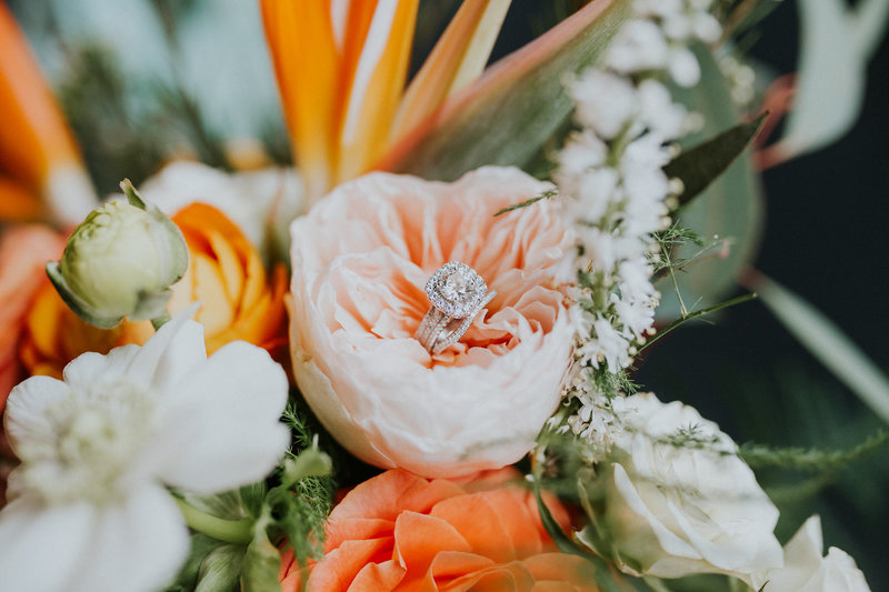 Omaha-Nebraska-Downtown-Hilton-bright-and-bold-wedding-planning-and-floral-design-by-Lindsay-Elizabeth-Events31
