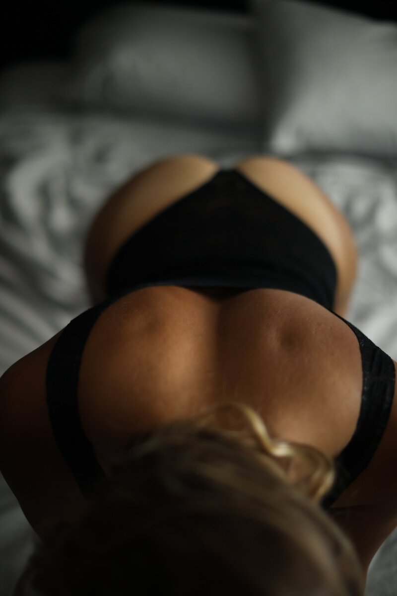Casey Heather boudoir-bradenton-sarasota-longboat key-florida-dark and moody-sexy-lingerie-back dimples