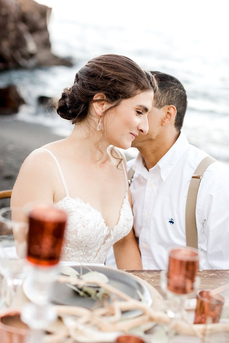 black-sand-beach-hawaii-alexandra-robyn-destination-elegant-elopement-photo-inspiration_0015