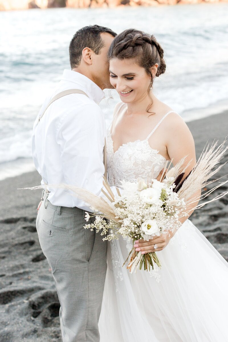 black-sand-beach-hawaii-alexandra-robyn-destination-elegant-elopement-photo-inspiration_0012