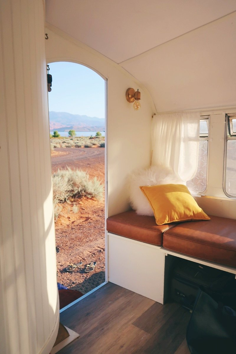 vintage-camper-classic-white-gold-reno-inspirations-ideas-boho-gypsy-hippy-pearl-musician-singer-songwriter-interior31