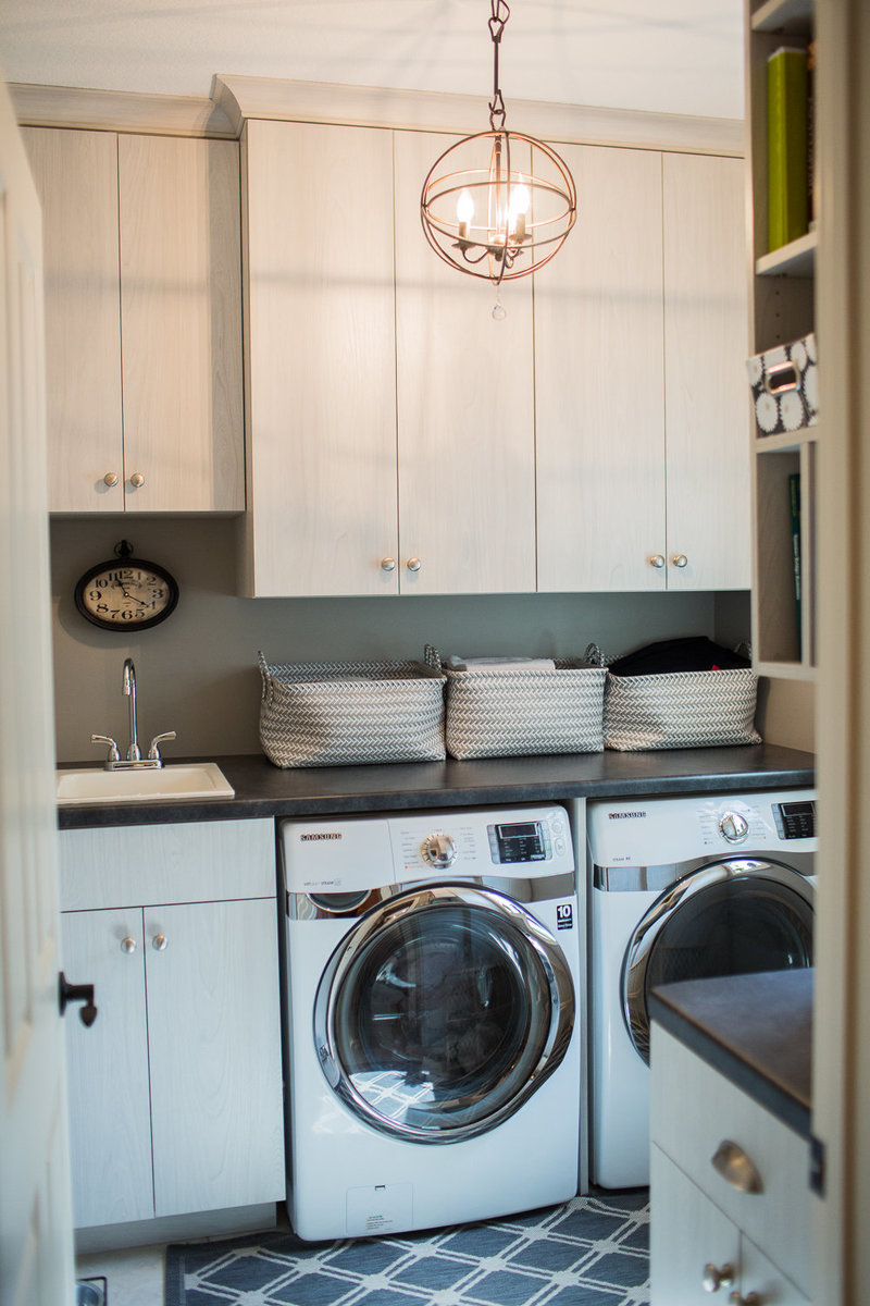 laundry room with decorative light