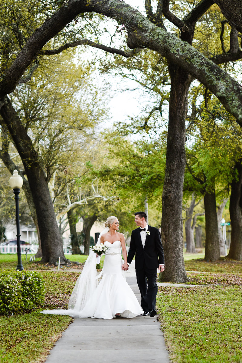 Mississippi Wedding walking under the oaks