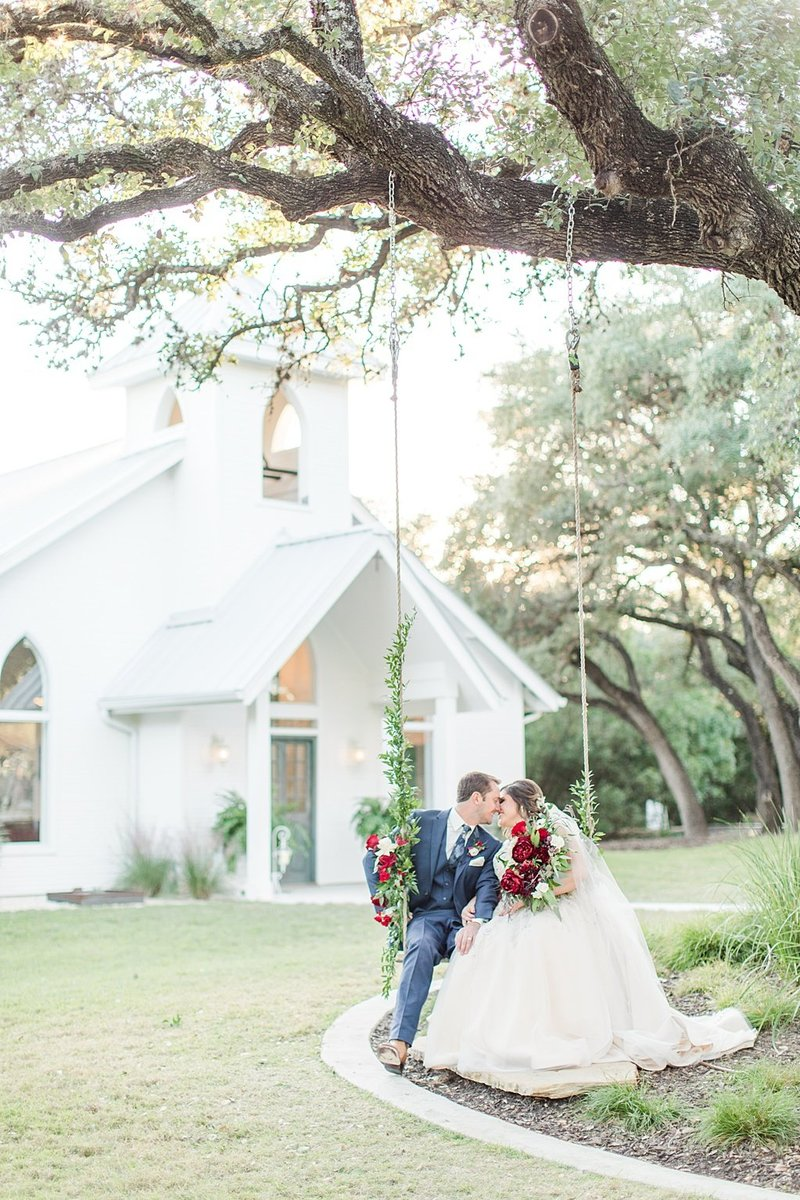The Chandelier of Gruene in New Braunfels Texas Wedding Venue photos by Allison Jeffers Photography_0066