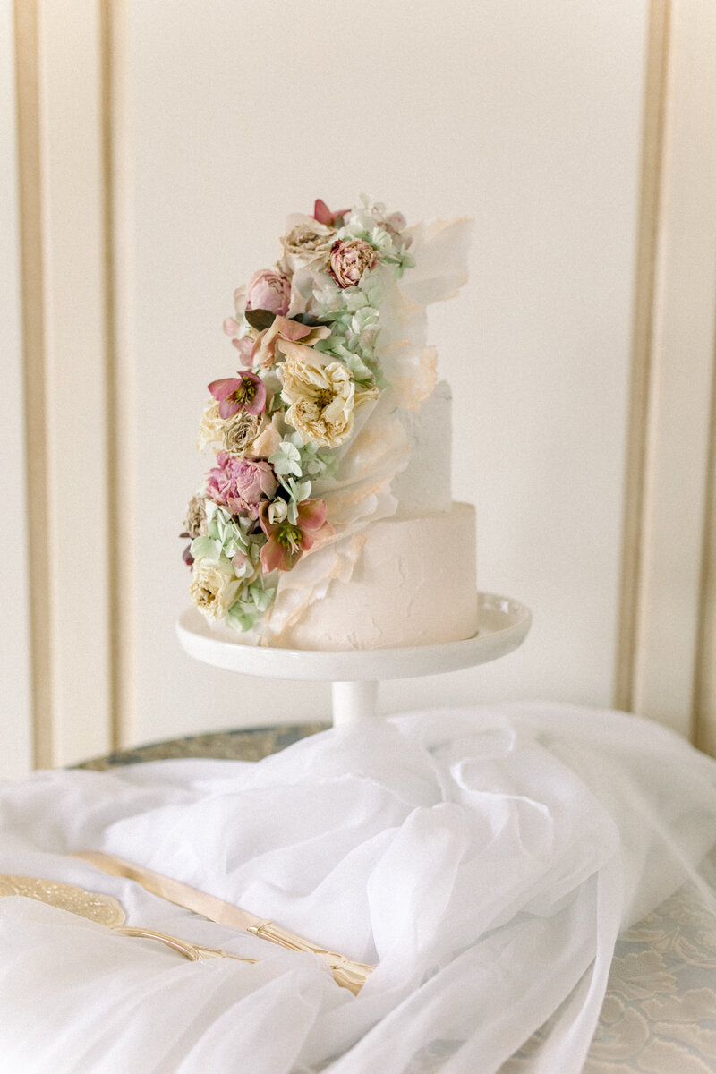 Virginia Wedding Photographer, wedding cake on white table
