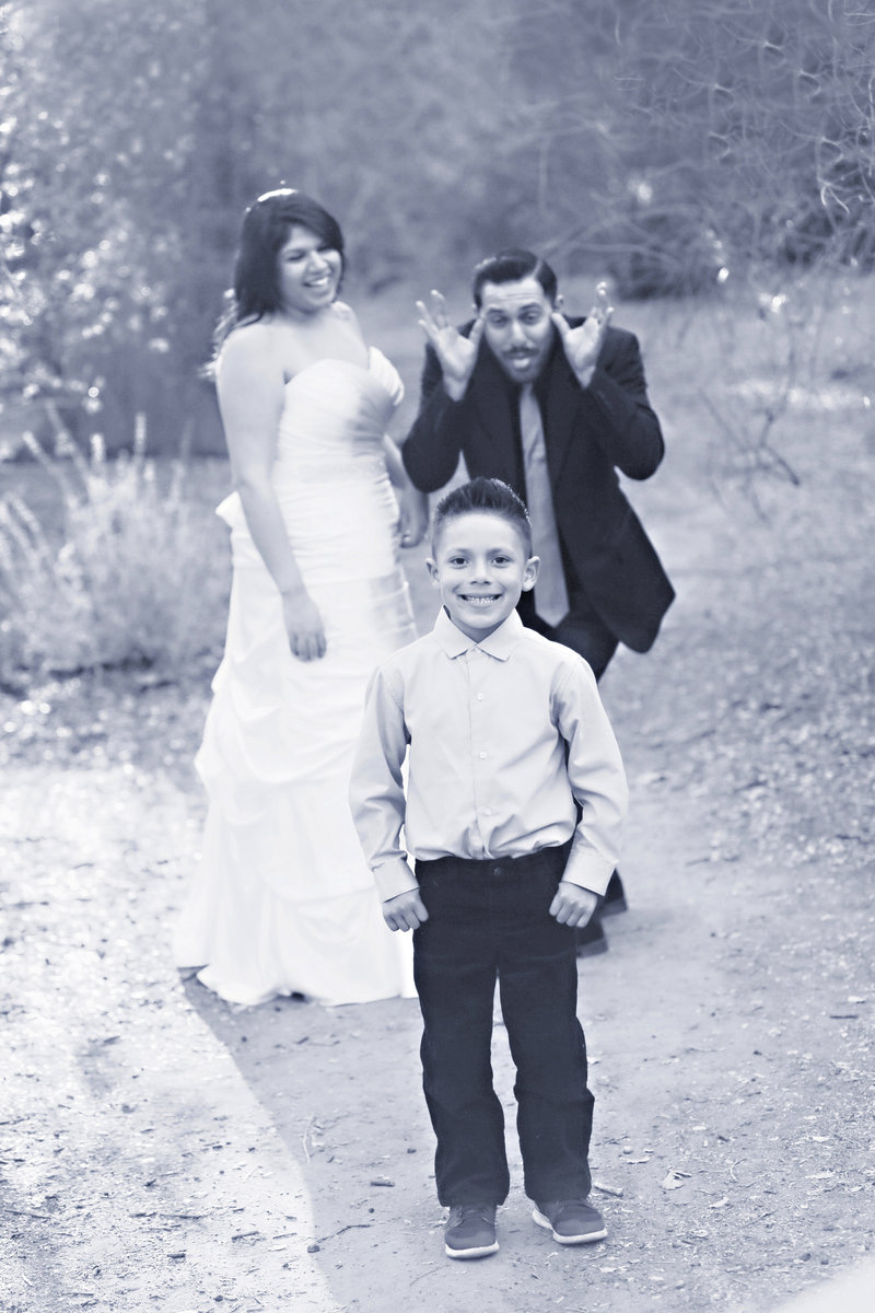 wedding photography , fun wedding family portrait