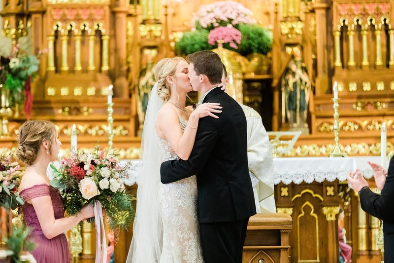 31-Wisconsin-Classic-Country-Club-Catholic-Wedding-James-Stokes-Photography