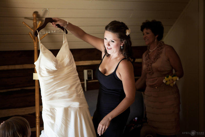 Heritage-Cabin-Bridal-Suite-at-Catamount-Ranch-Wedding-Venue-in-Steamboat-Springs