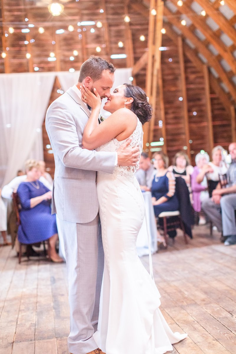 amelia-keegan-wedding-lovewell-weddings-hayloft-on-the-arch-76