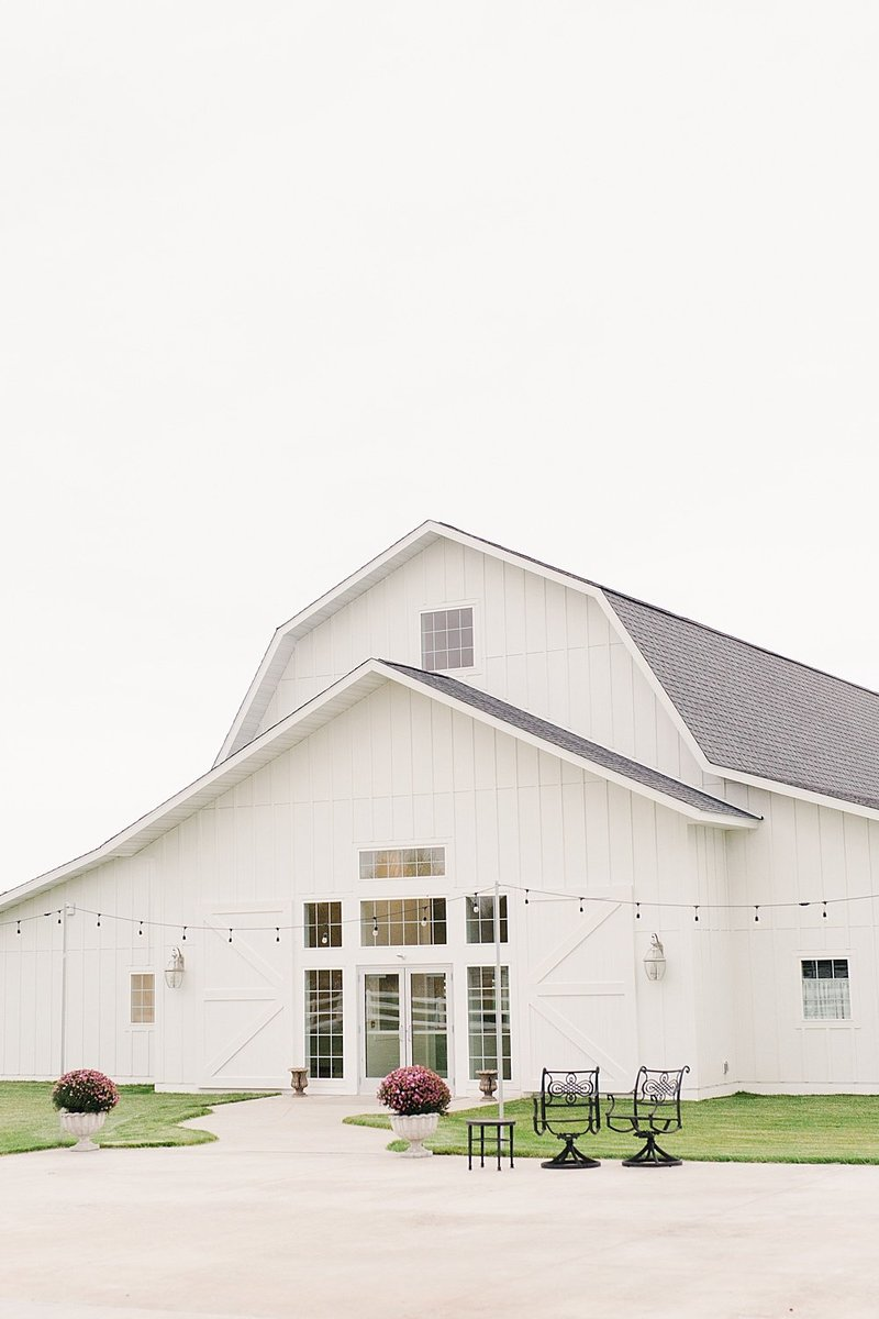ABELLA-white-barn-venue-minnesota-marit-williams-photography
