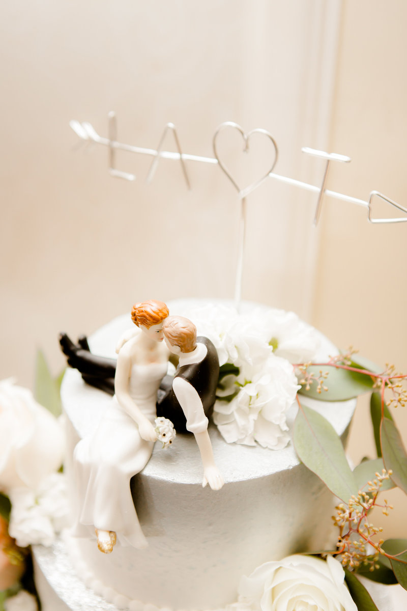 Cake topper with couple