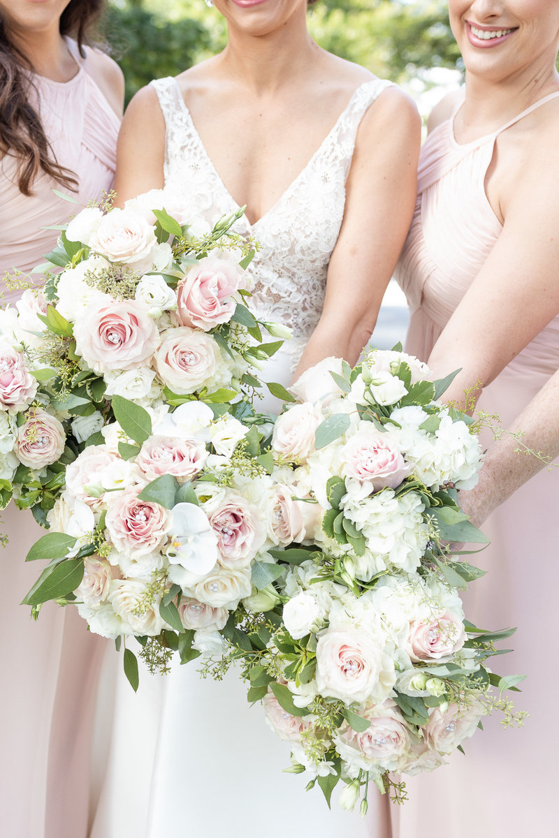 Bouquets with pink and white flowers that match dresses