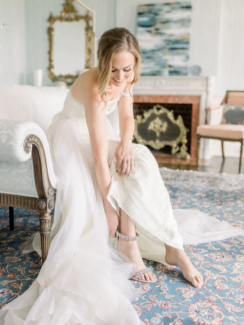 richmond bride putting on wedding shoes