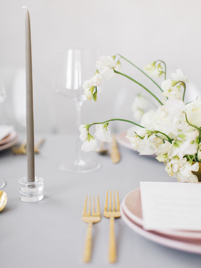 This modern blush pink table scape uses babys breath tastefully