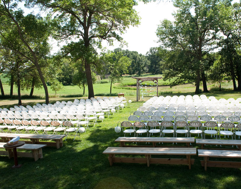 Rustic Oaks Fargo Wedding Venue photographed Kris Kandel (8)