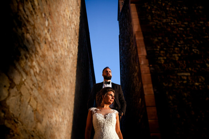 using leading lines to photograph a wedding couple