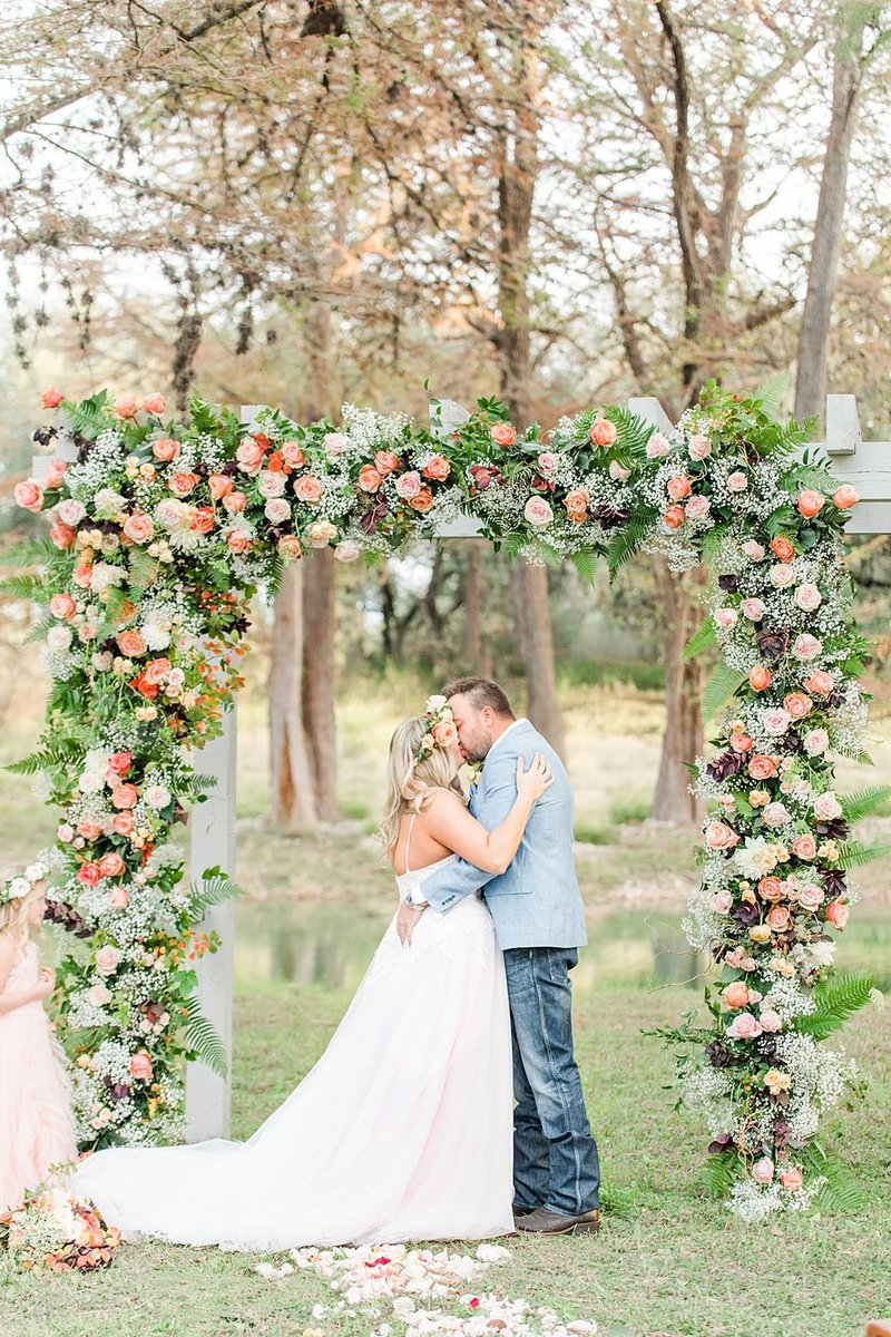 Intimate wedding in Utopia Texas Hill Country Wedding Venue photos by Allison Jeffers Photography_0038