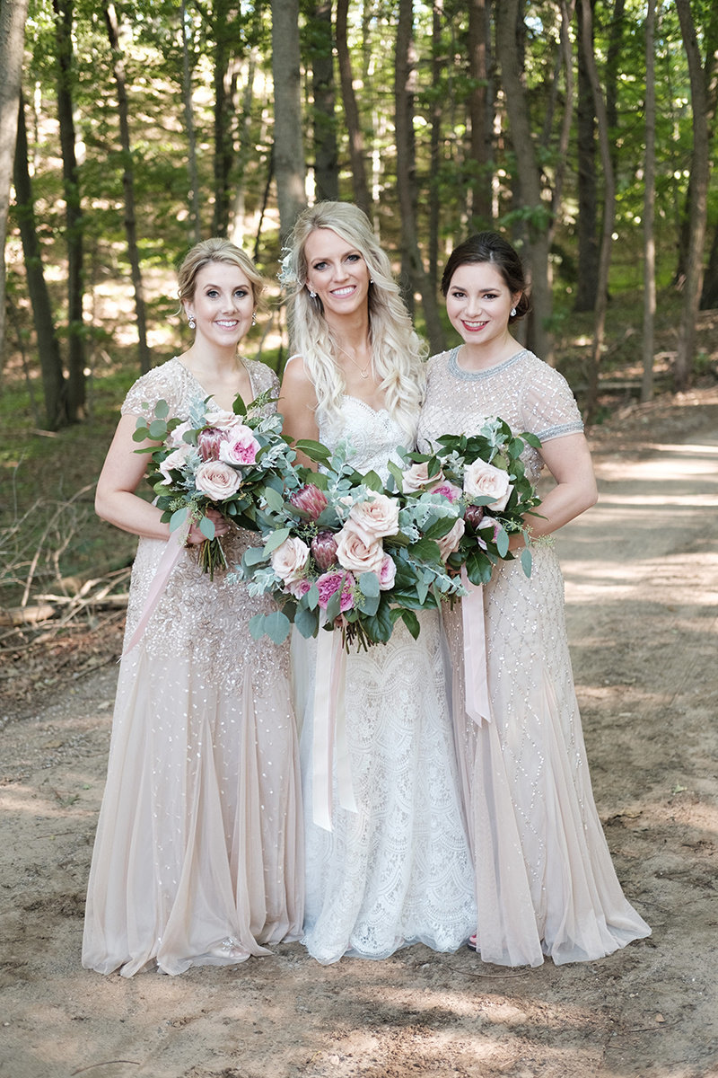 Bride-Bridesmaids-Bouquet