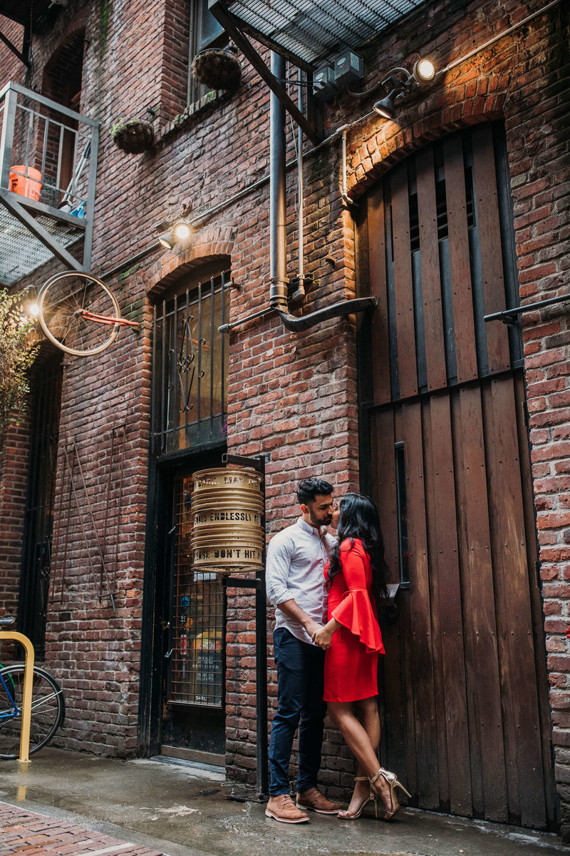 Ruby+Ash_Pioneer_Square_Engagement_Seattle_engagement_photographer_APW_36