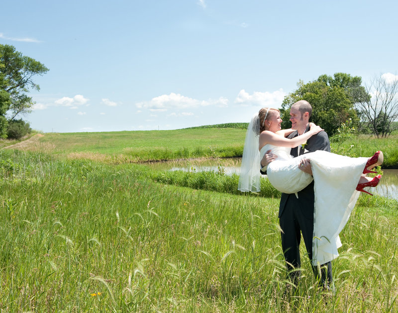 Rustic Oaks Fargo Wedding Venue photographed Kris Kandel (2)