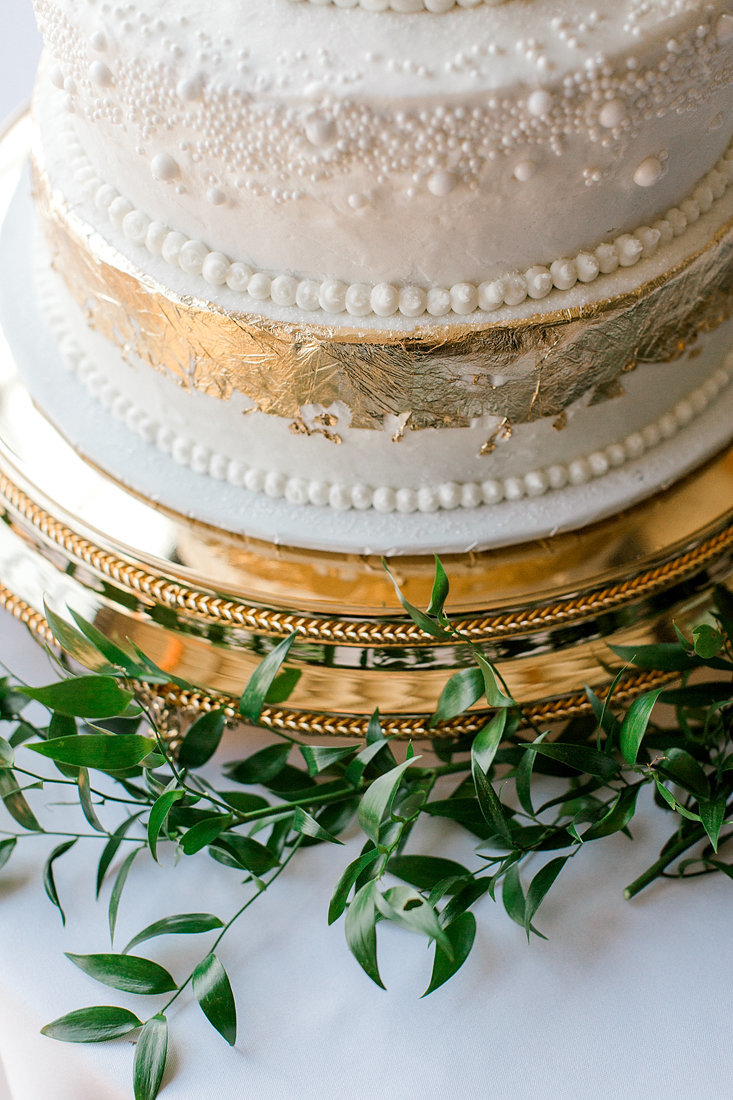 Wedding-Inspiration-Cake-Gold-Greenery-Photo-by-Uniquely-His-Photography01