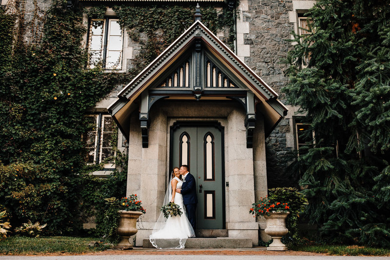 carriage-house-rockwood-park-fall-wedding