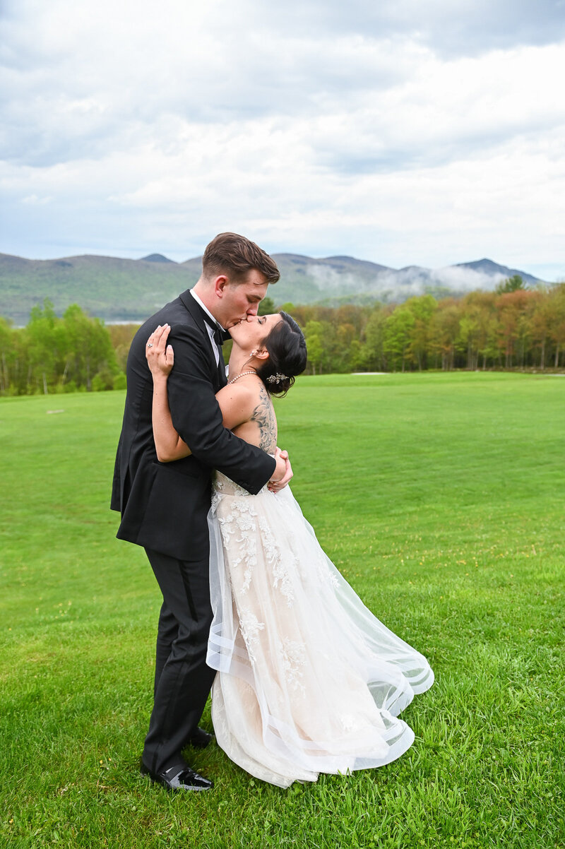 relaxed and fun Vermont wedding photographer3