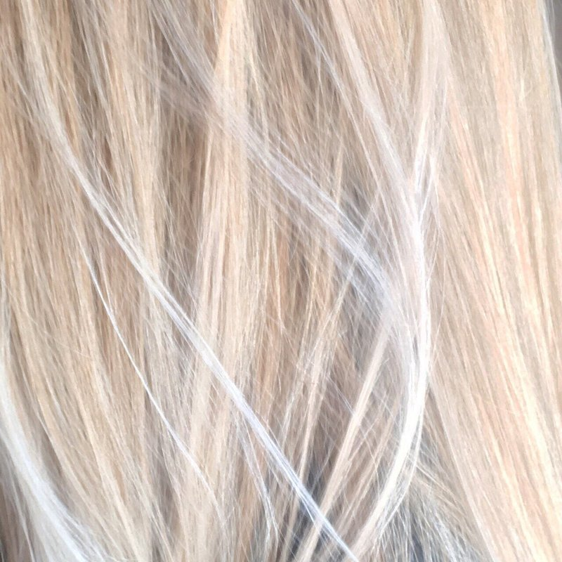 strands-of-golden-blonde_t20_YV09bX
