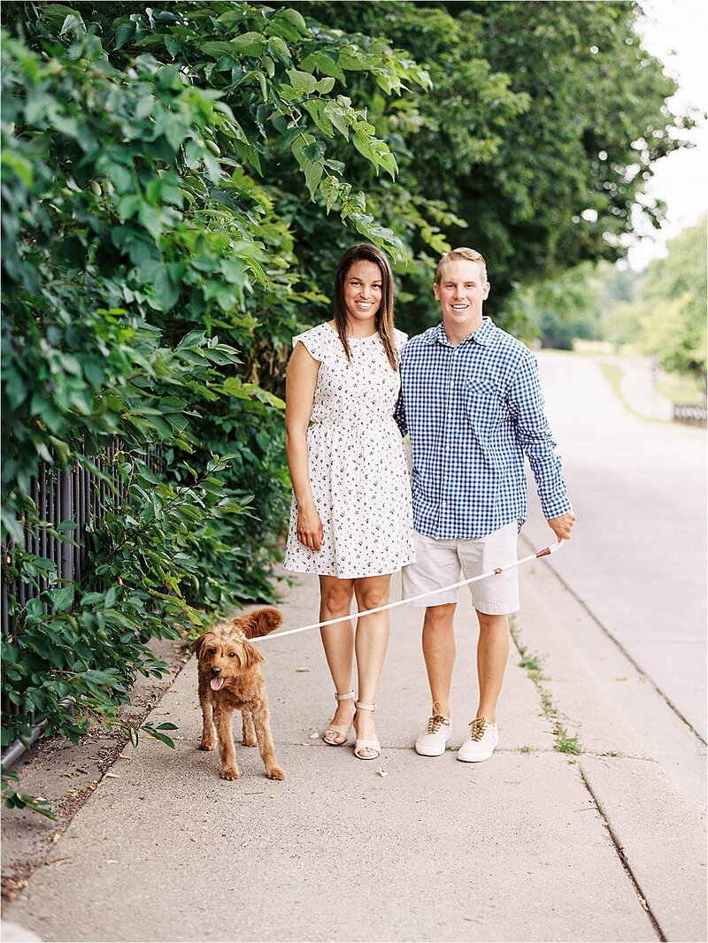 reneehollingsheadphotography_minneapolis_summer_engagement_session_jasminenick_0005