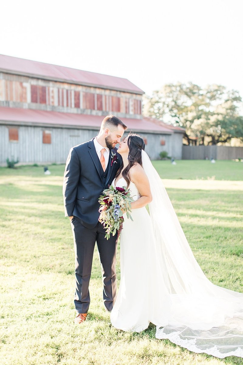 Eagle Dancer Ranch in Boerne Texas Wedding Venue photos by Allison Jeffers Photography_0063