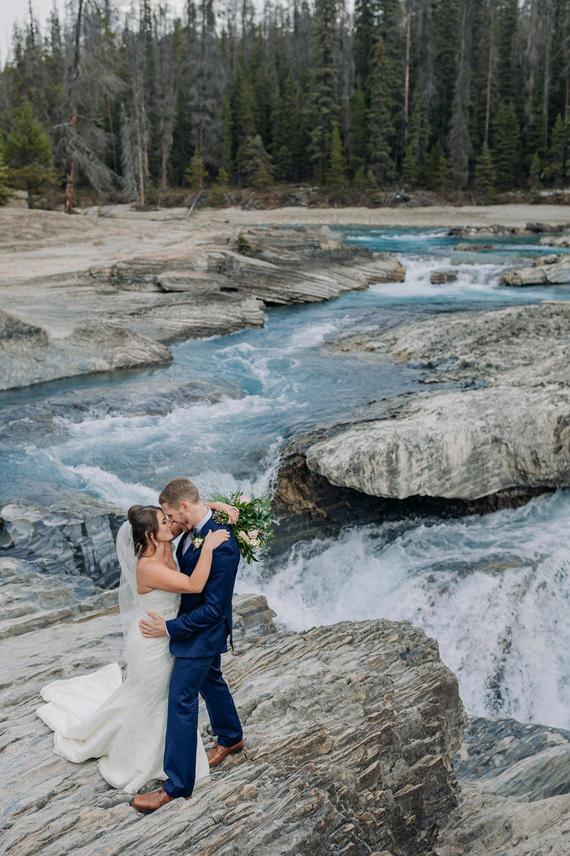 natural bridge emerald lake lodge elopement