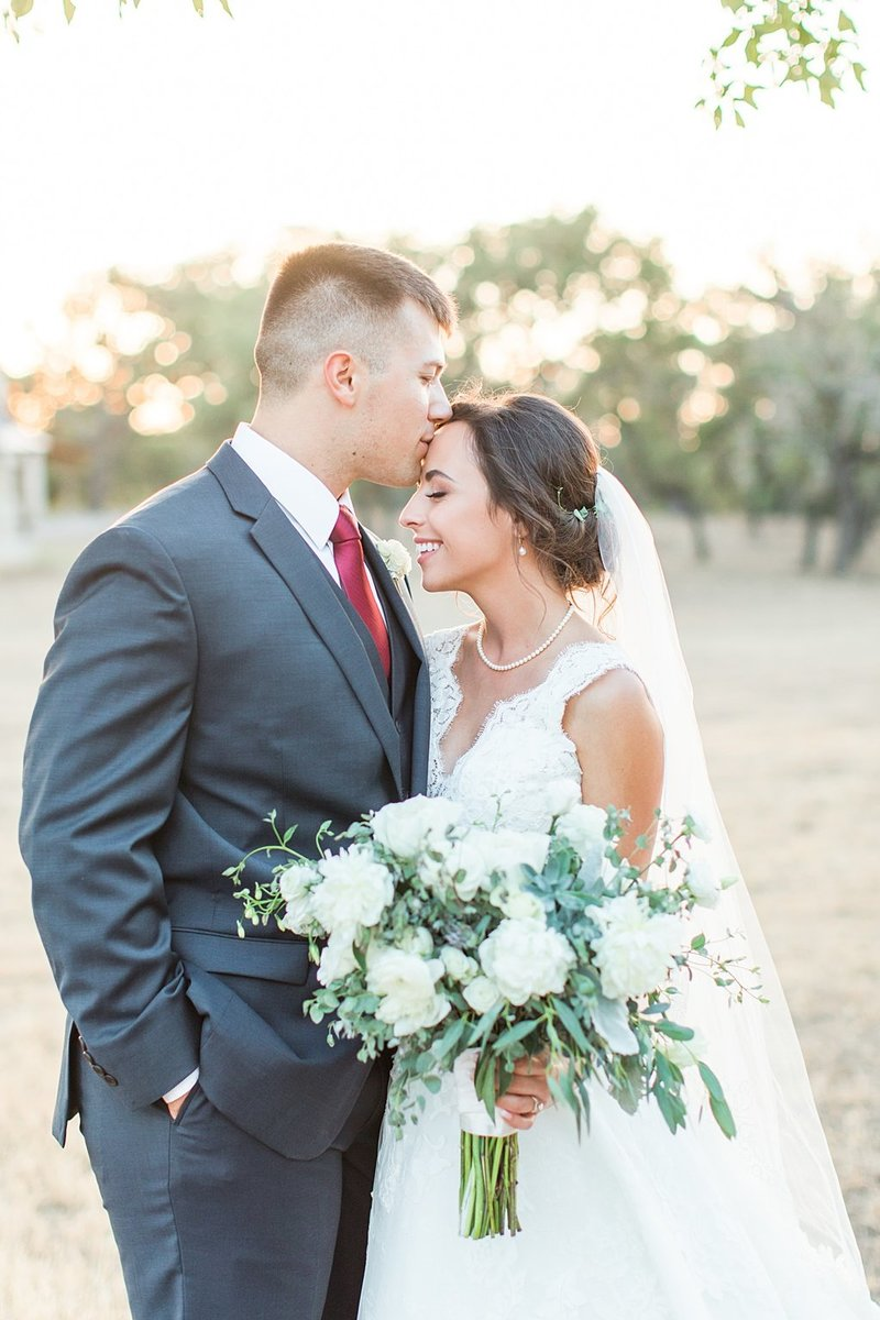 The Lodge at Country Inn and Cottages in Fredericksburg Texas Wedding Venue photos by Allison Jeffers Photography_0073