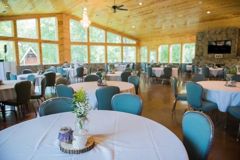 Romantic Moon Wedding Venue by Fargo Photos by Kris Kandel photographers (3)