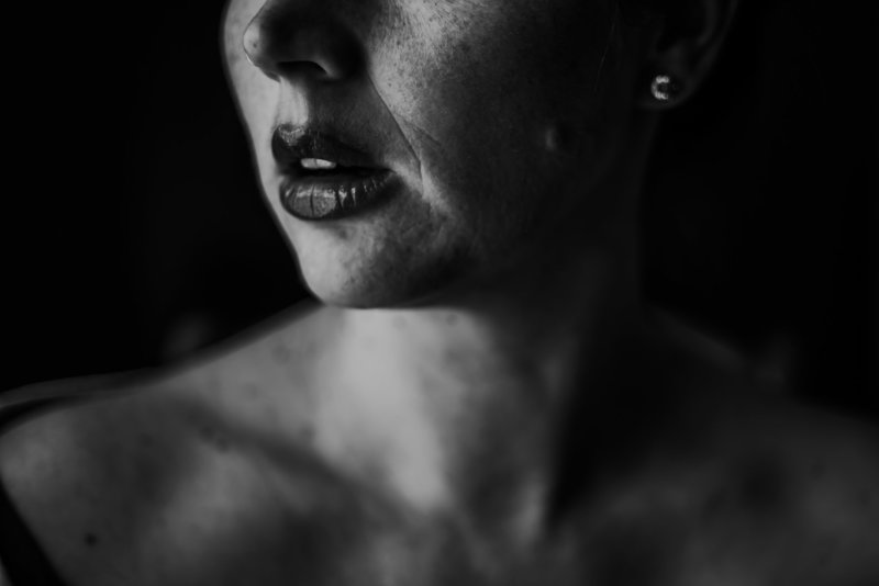 Michelle-England-Photography-portrait-black-and-white-half-face-lips-neck-low-light-shadows-7786