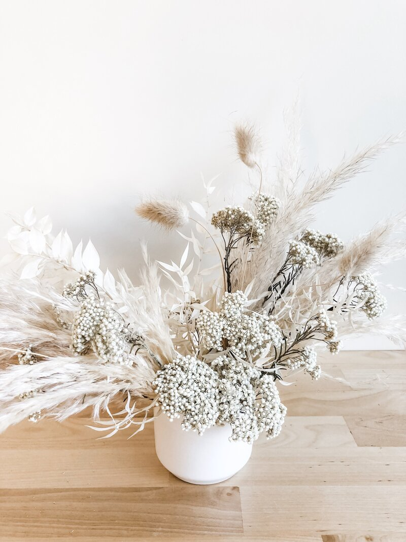 wedding-flowers-phoenix-neutral-dried-arrangment