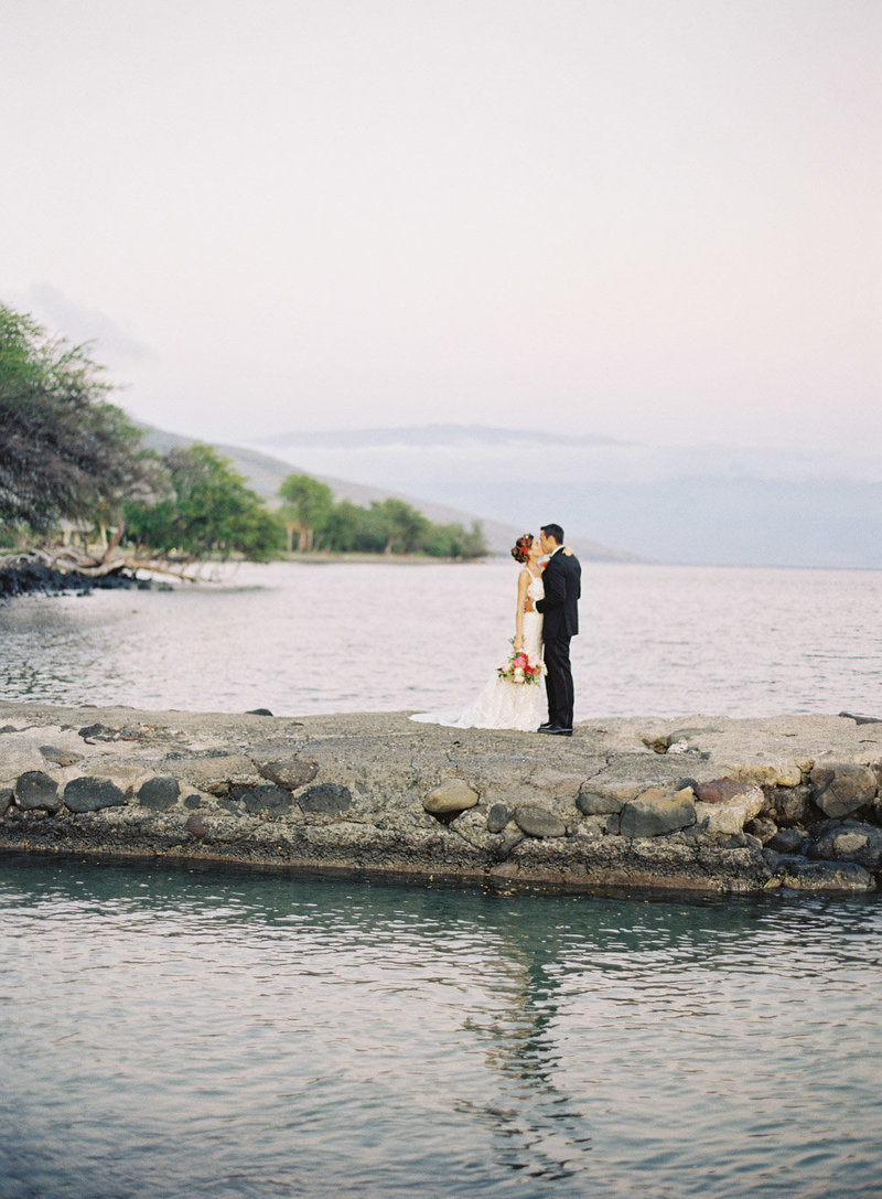 classic-bride-groom-olowalu-hawaii