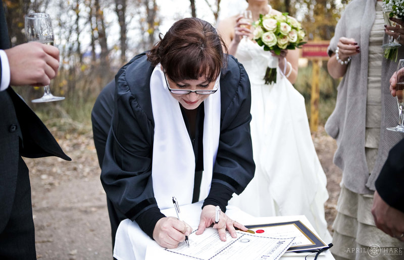 Colorado-Wedding-Officiant-Reverend-Kim-Tavendale-11