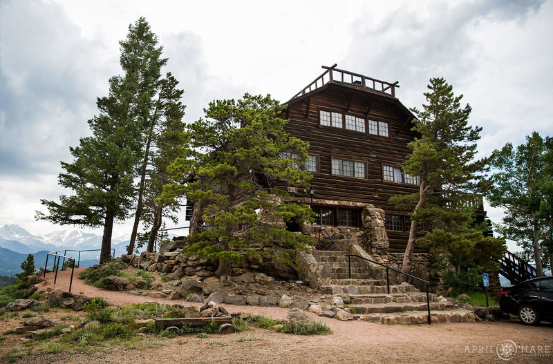 Mountainside-Lodge-Wedding-Venue-in-Estes-Park-Colorado-at-YMCA-of-the-Rockies