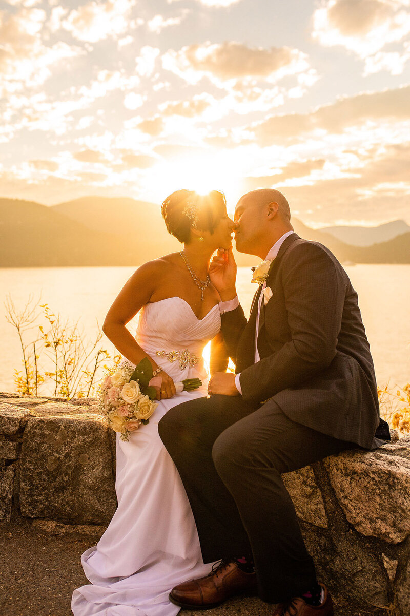 Esther moerman photo_fraser valley-photographer_bride groom kiss