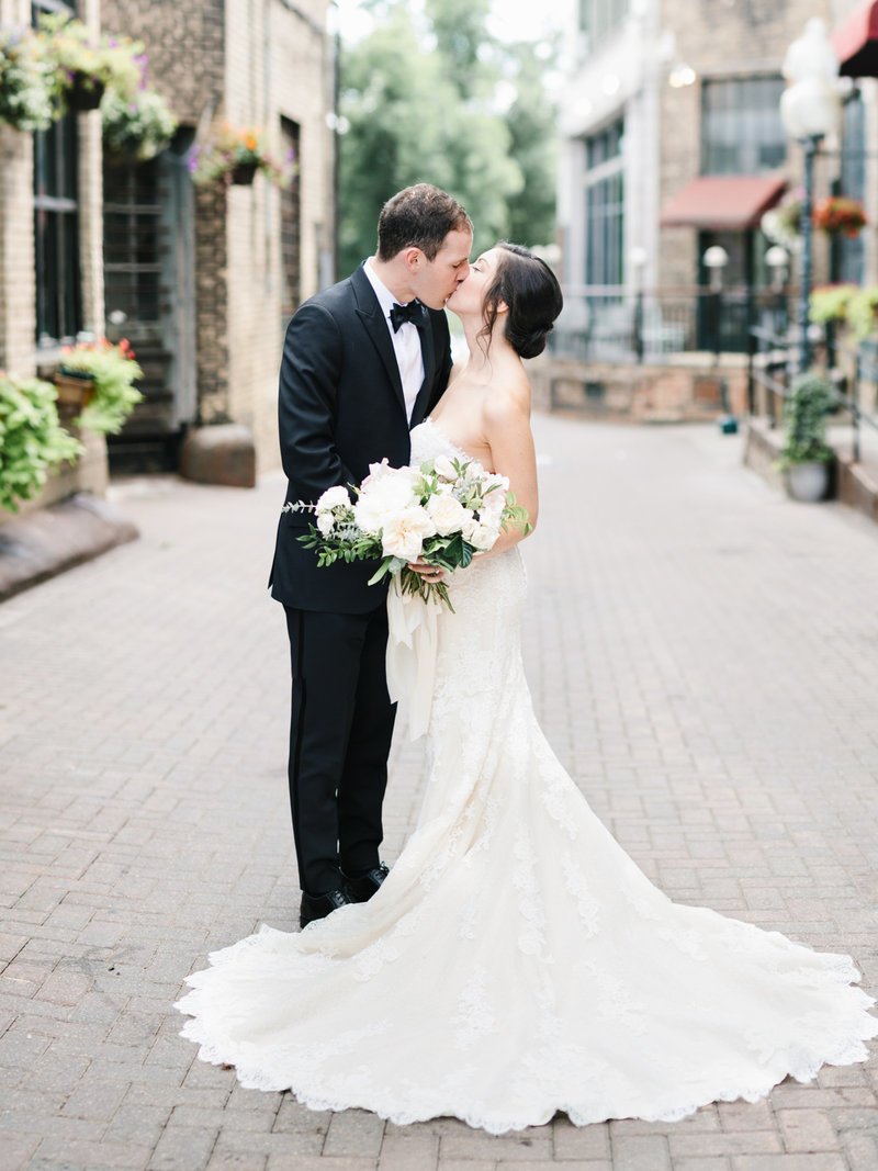 Loring-Social-Elegant-Summer-Wedding