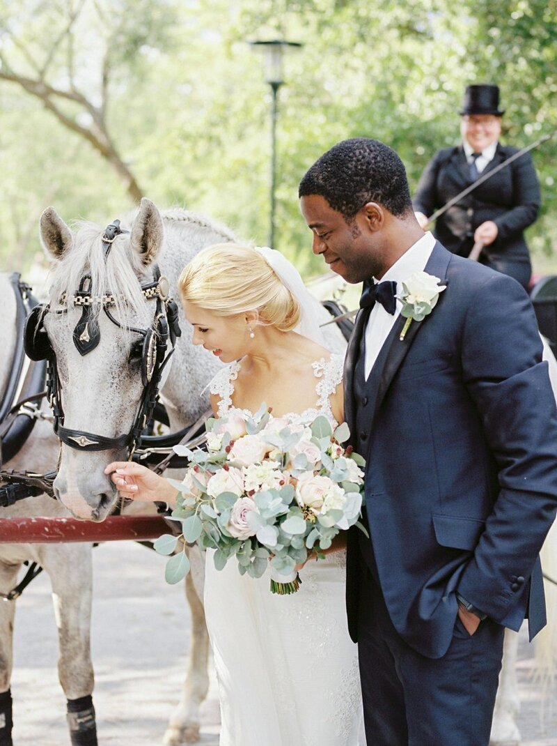 0021_Bride-and-groom-with-two-white-horses