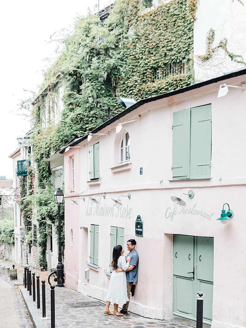 couple-montmartre-maison-rose-review